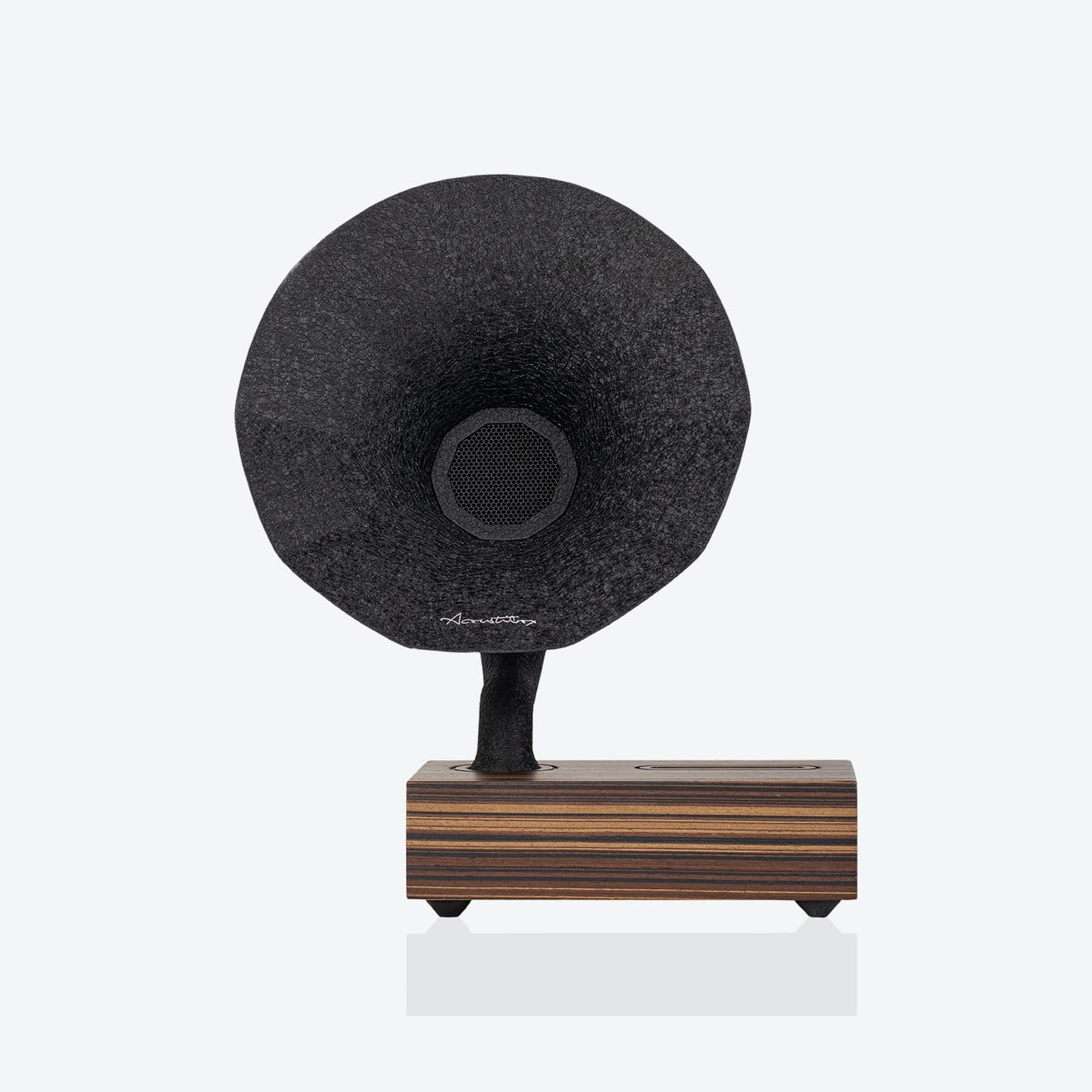 Gramophone Amplifier in Black/Light Wood