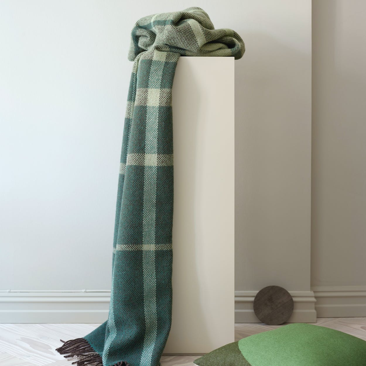 Filos Lambswool Throw in Green