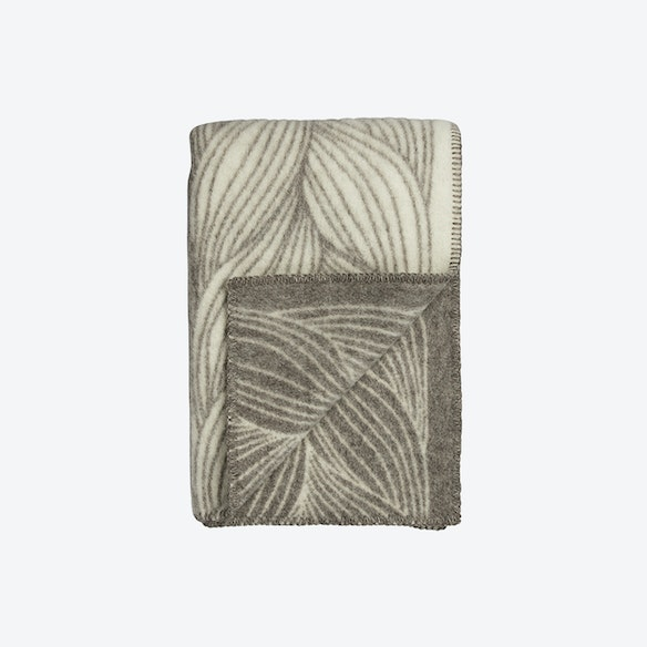 32e6b15c Naturpledd Flette Lambswool Throw in Natural/Grey by Røros Tweed - Fy