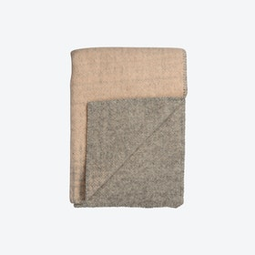 Bernadette Lambswool Throw in Light Pink/Light Grey