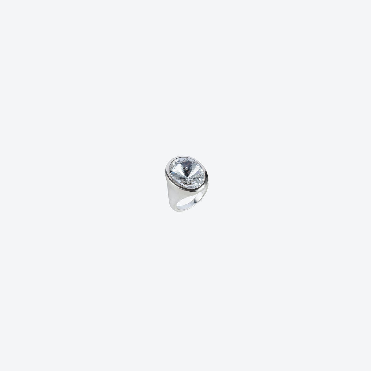 Oval ring in Silver with Crystal