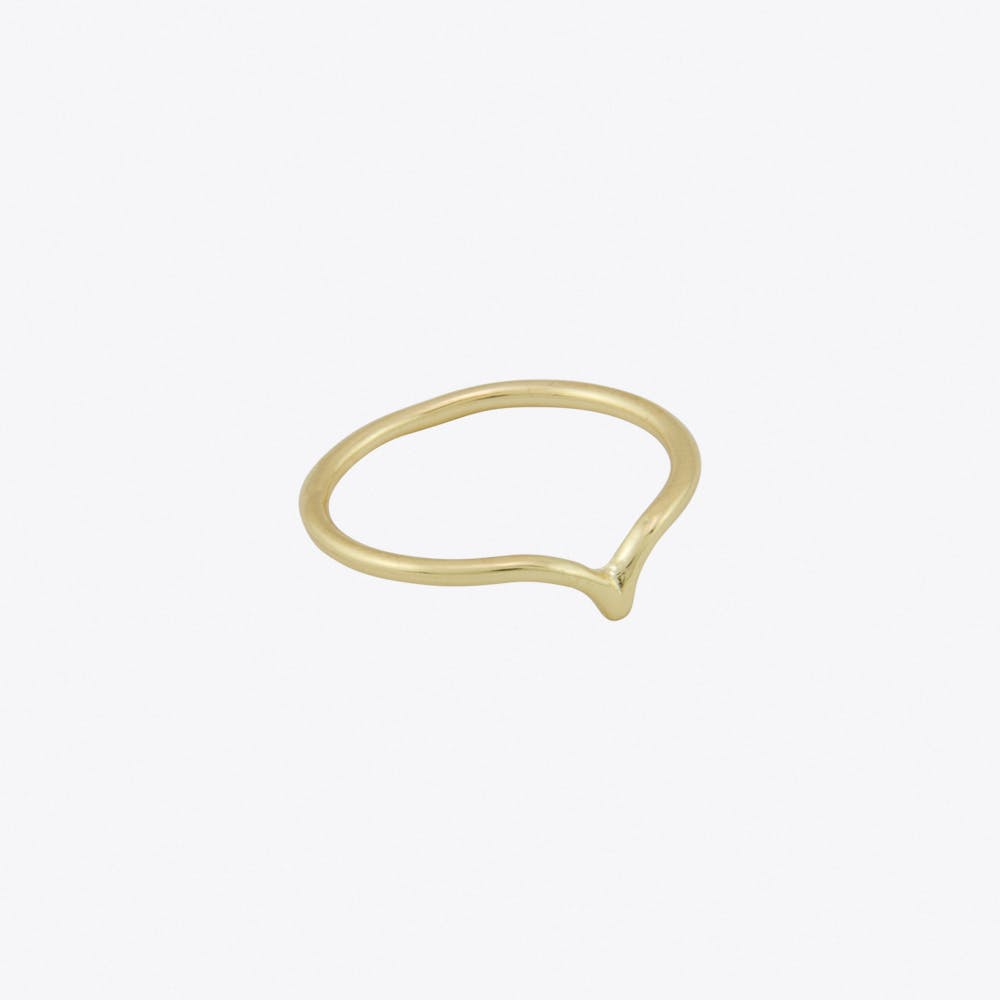 Thin Chevron Ring in Gold
