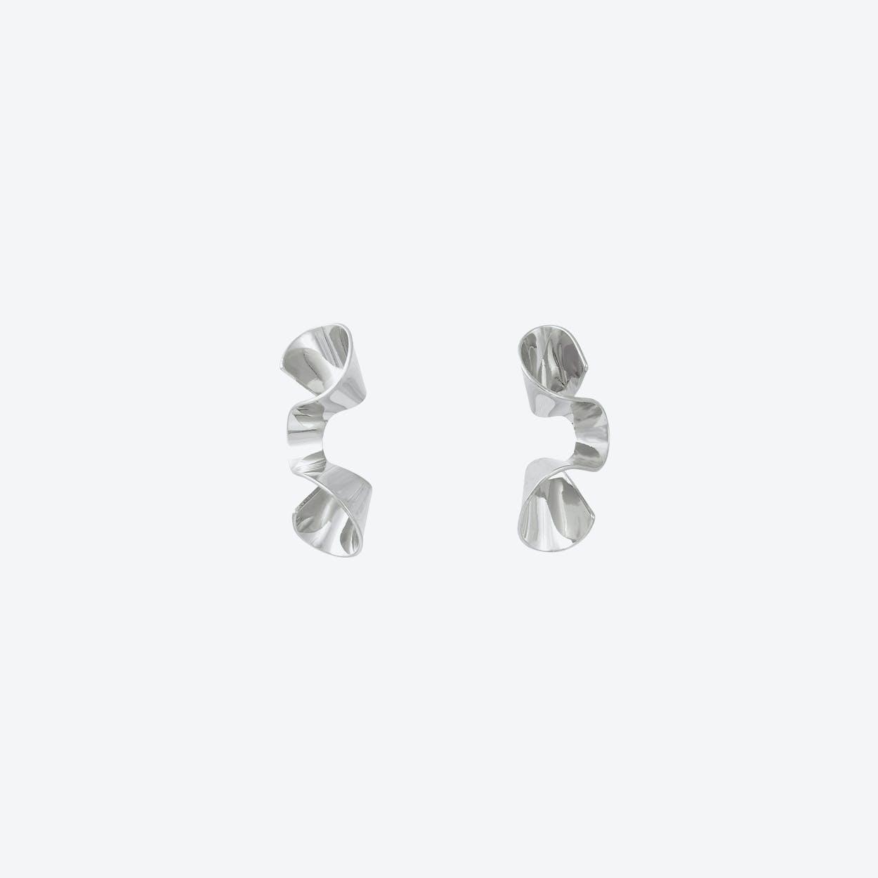 Sleek White Gold Wave Stud Earrings