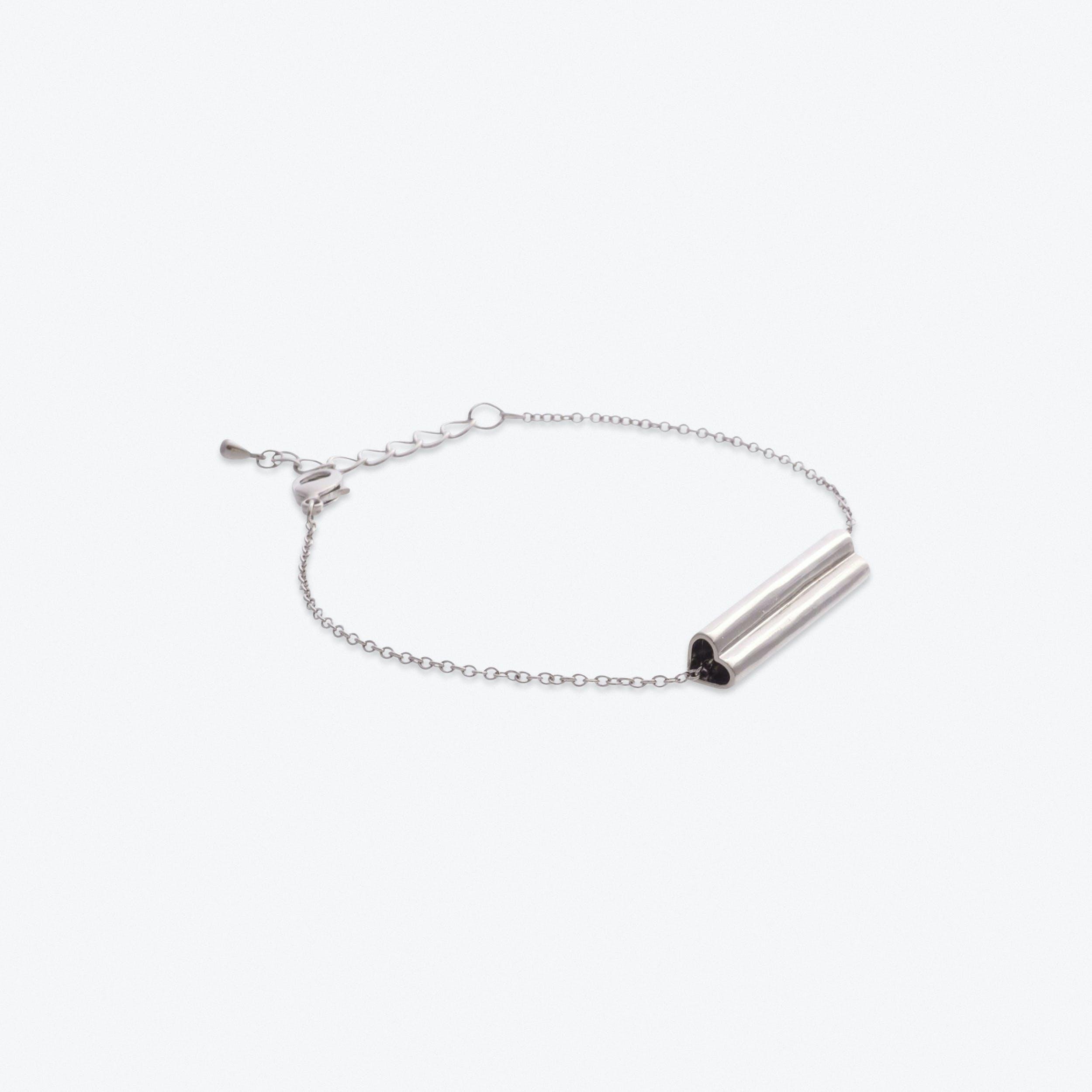 Heart Bar Bracelet in White Gold