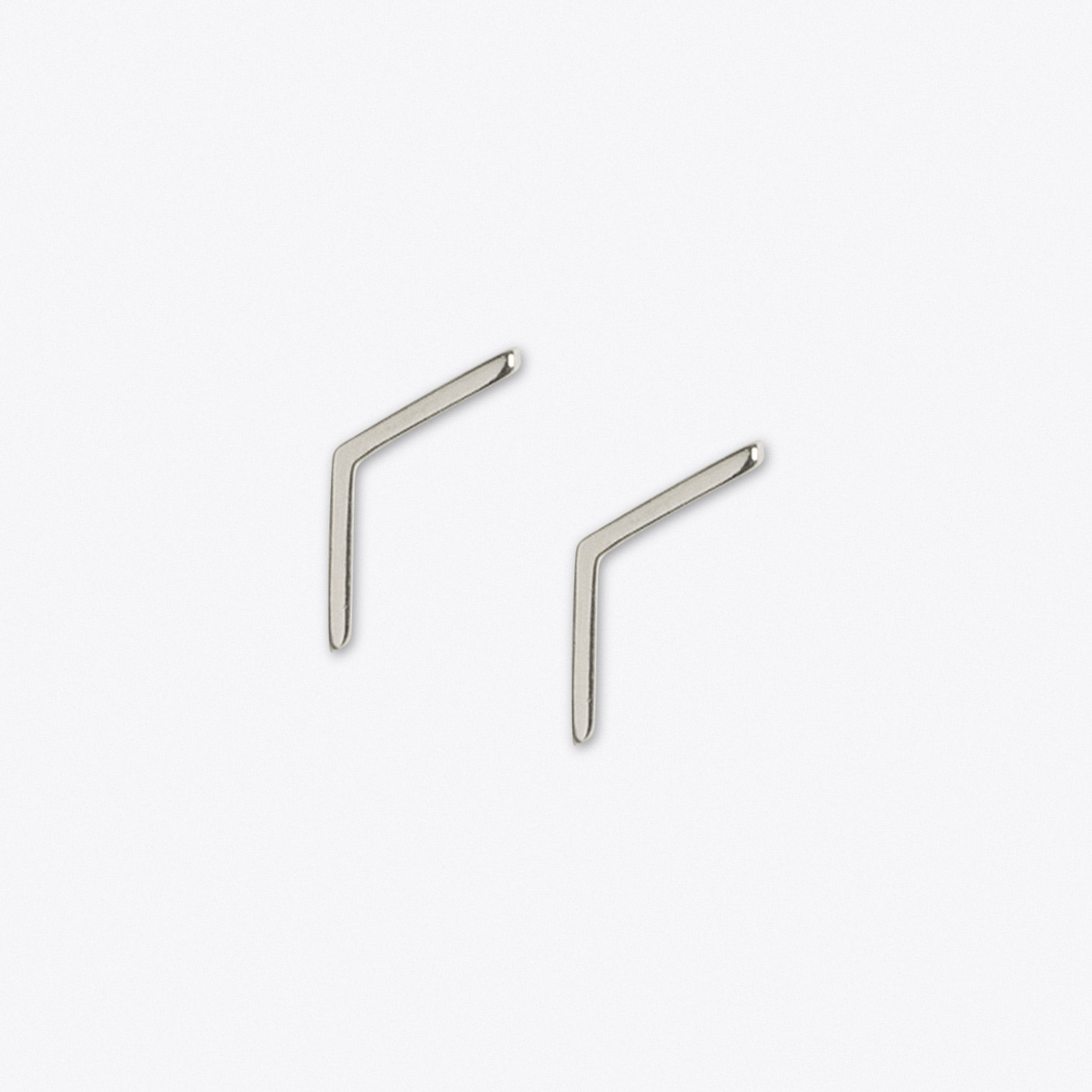 Linear Stud in Silver