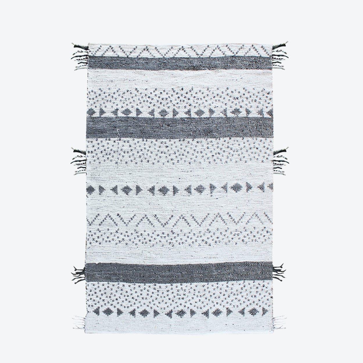 CALLISTA Rug in Charoal/Ivory