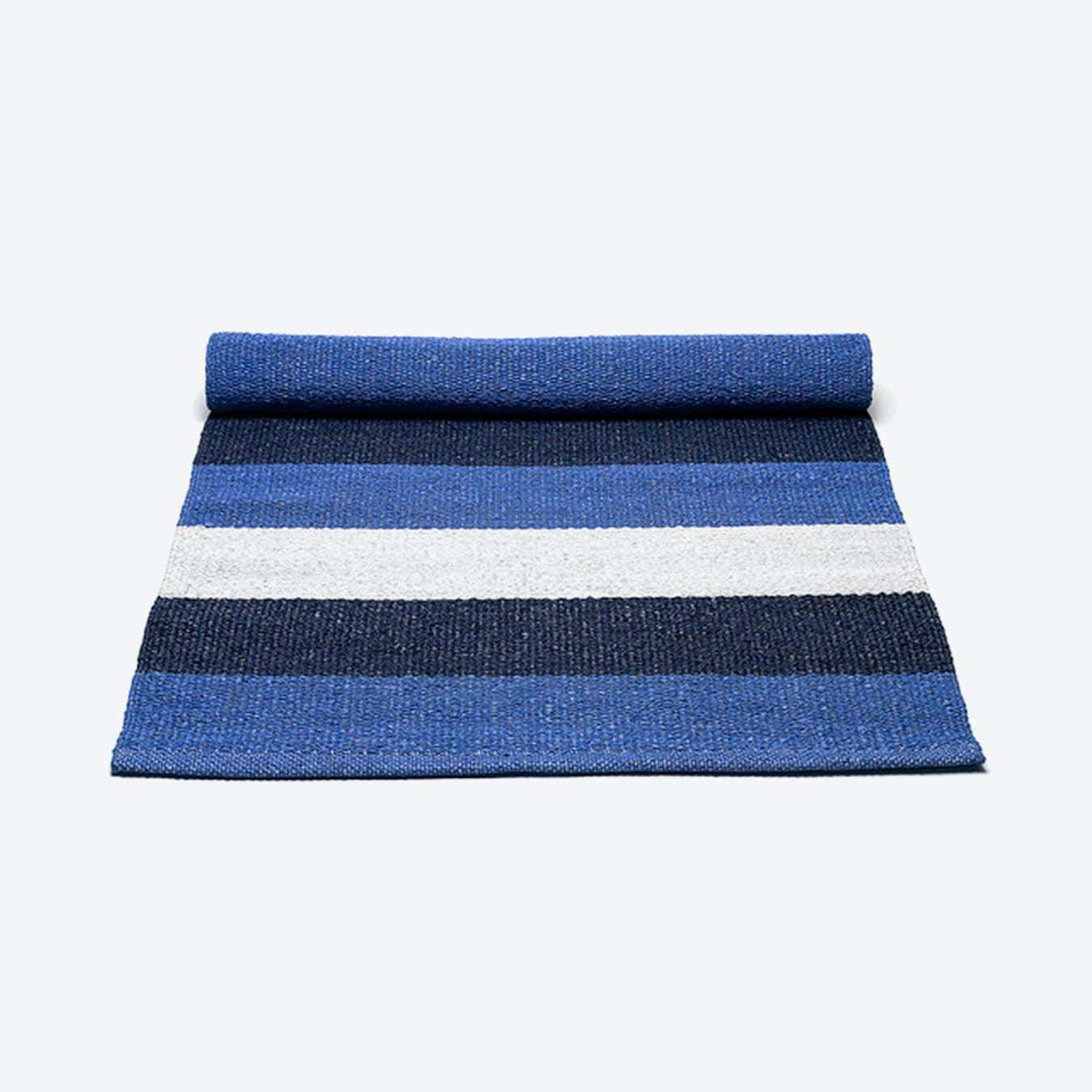 Plastic Rug in Blue White Stripes (200 x 300 cm)