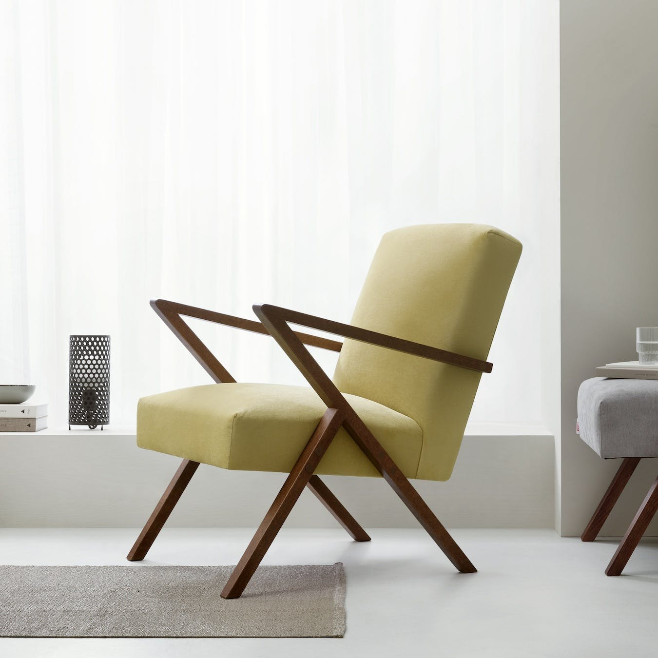 Retrostar Chair - Velvet Line in Lemon Yellow
