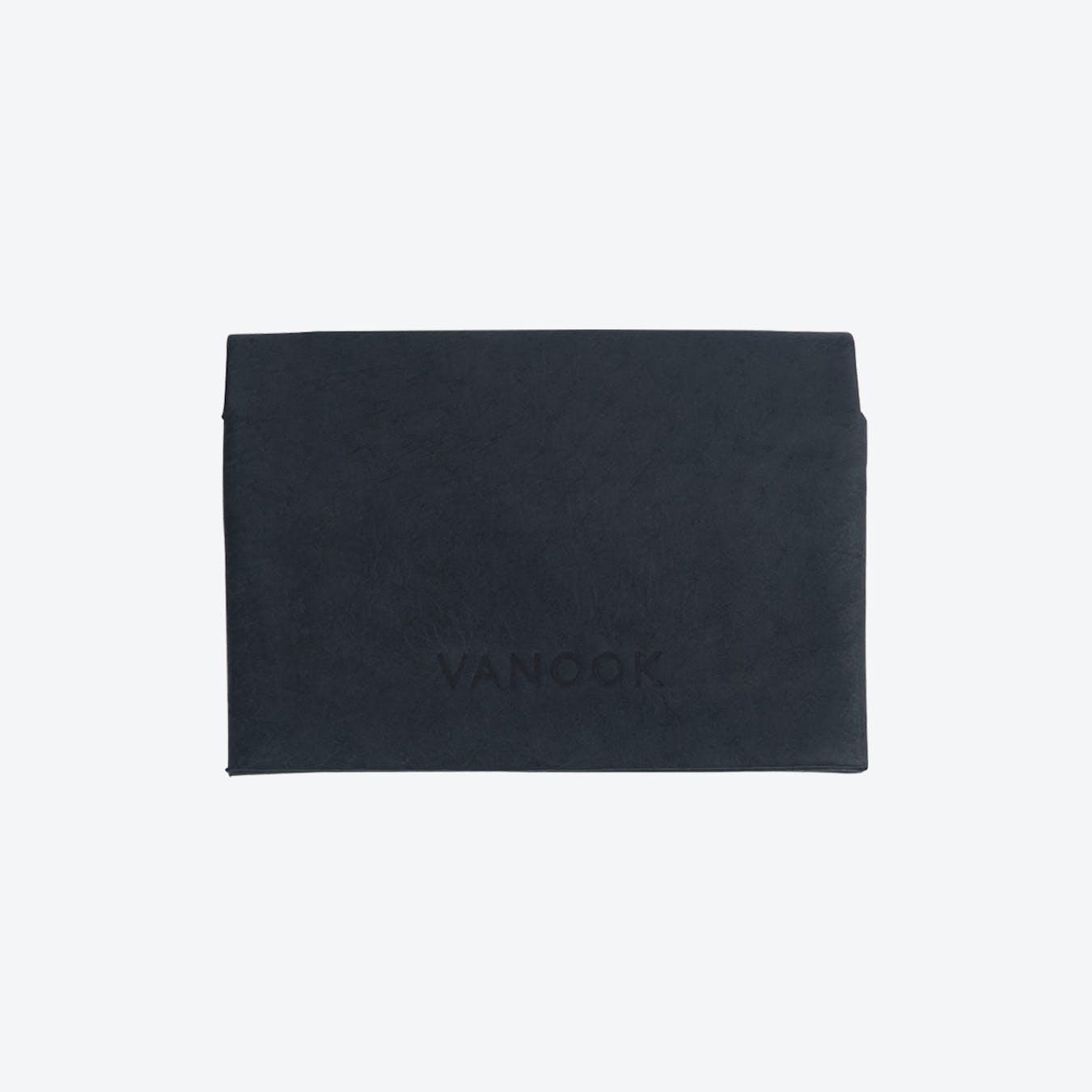 Small Bi-Fold Card Case in Charcoal