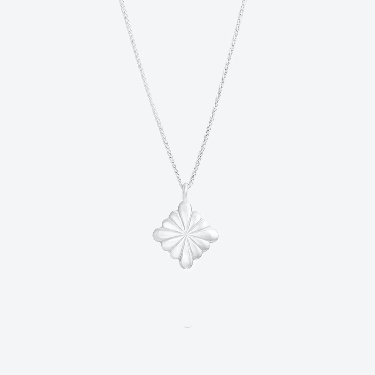 Simple Flower Pendant Necklace