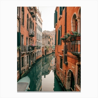 Venice Canals In The Early Morning Canvas Print